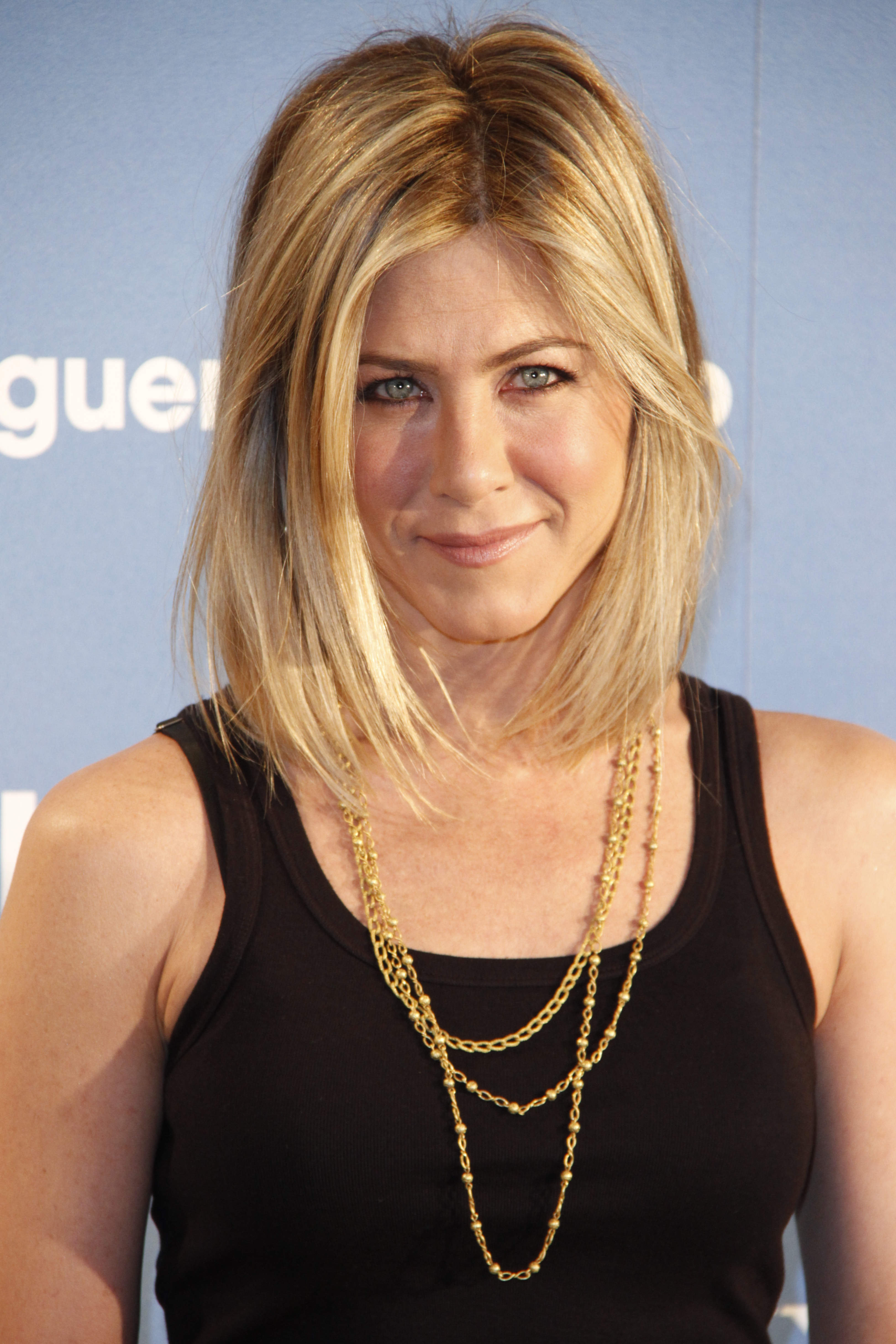 Jennifer Aniston Reveals A New Haircut Flare