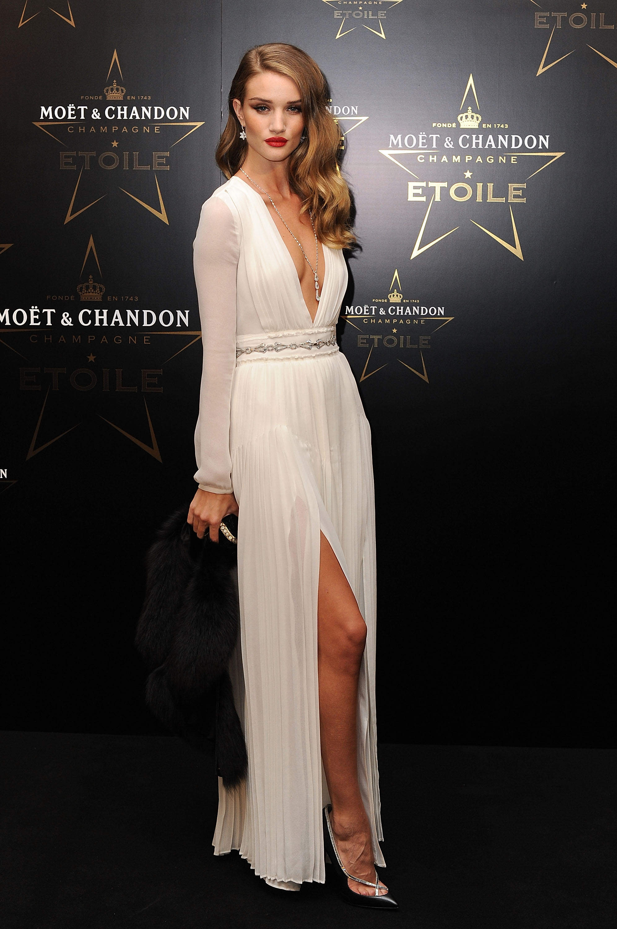Celebrity-Inspired Holiday Party Looks - Rosie Huntington-Whiteley