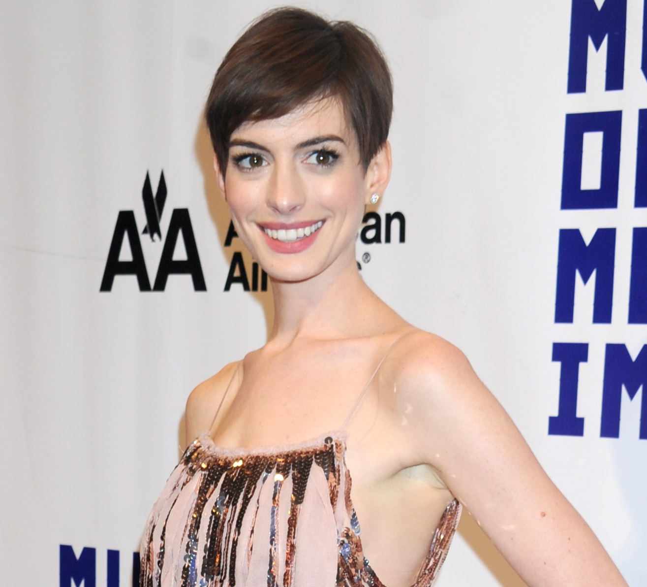 How To Grow Out A Pixie Cut Gracefully A La Anne Hathaway Flare