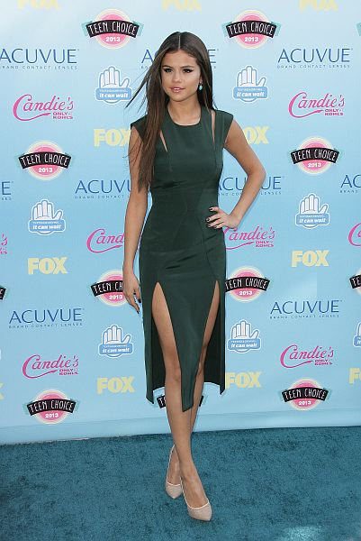 88d56e722d ... Selena Gomez red carpet looks. At the Teen Choice Awards  Photo by  Keystone Press