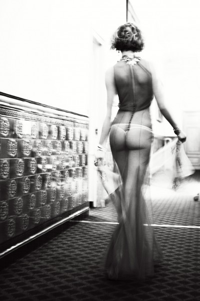 """Baby, please don't go"" Credit copyright Ellen von Unwerth,courtesy of Izzy Gallery"