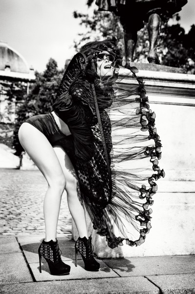 """Gone with the wind"" (Credit copyright Ellen von Unwerth, courtesy of Izzy Gallery)"