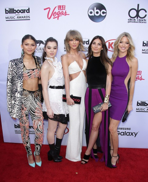 Squad: Zendaya, Hailee, Taylor, Lily, Martha (Photo: Jim Smeal/BEImages)
