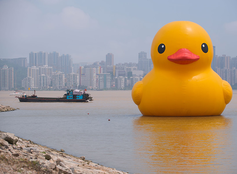 Toronto is renting a giant rubber duck for Canada 150 and people are not happy about it; inline image.