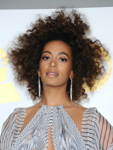 How to Style Naturally Curly Hair Solange at Grammys