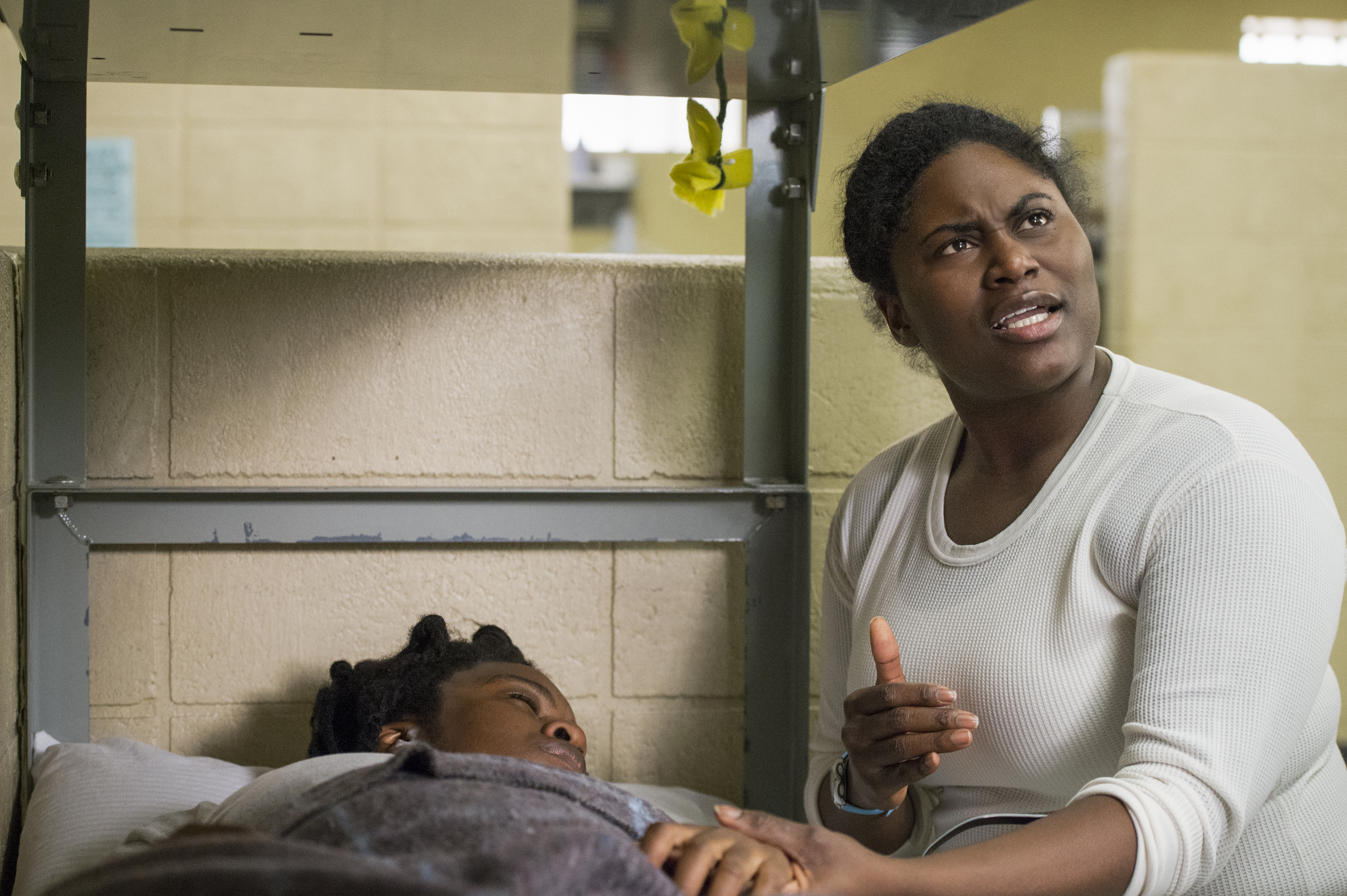 Orange Is the New Black, Suzanne: Screenshot from season five with Taystee looking annoyed as Suzanne lies in bed after being given lithium