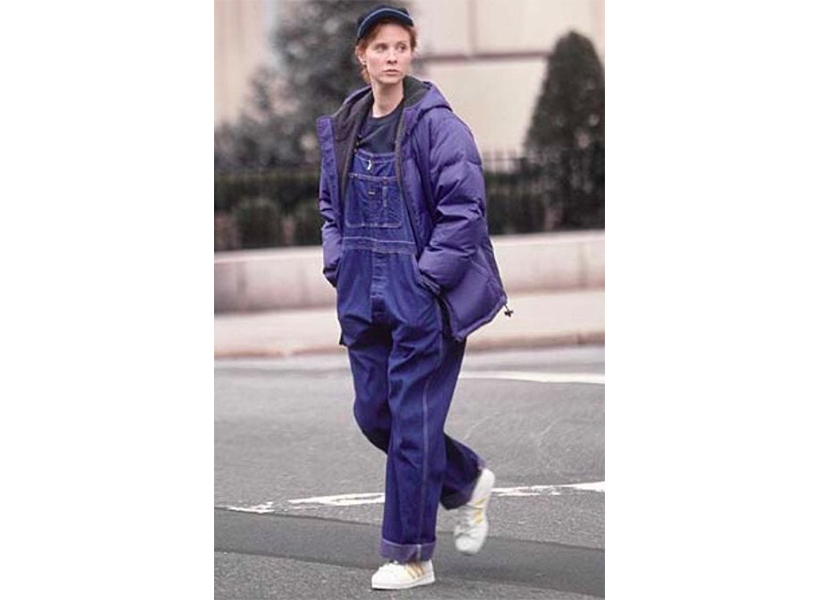 Miranda Hobbes' best Sex and the City outfits includes the overalls and puffy jacket she's pictured wearing here.