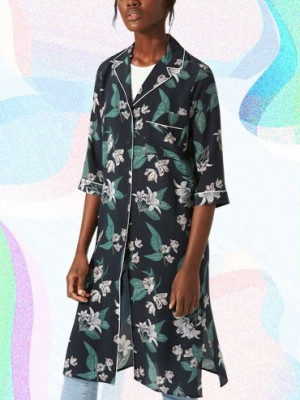 Cute summer work clothes to wear when it's hot out like this floral robe.