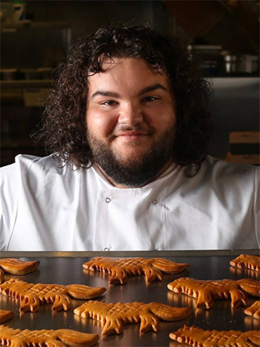 Actor Ben Hawkey's new Game of Thrones bakery sells wolf-shaped breads through the food delivery service, Deliveroo; feature image.