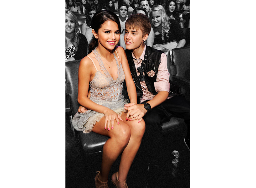 Justin Bieber and Selena Gomez at awards show