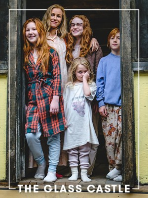 The Glass Castle review: A family of four red-headed children in their pyjamas and their mother, played by Noami Watts, stands in a dingy doorway in a scene from The Glass Castle