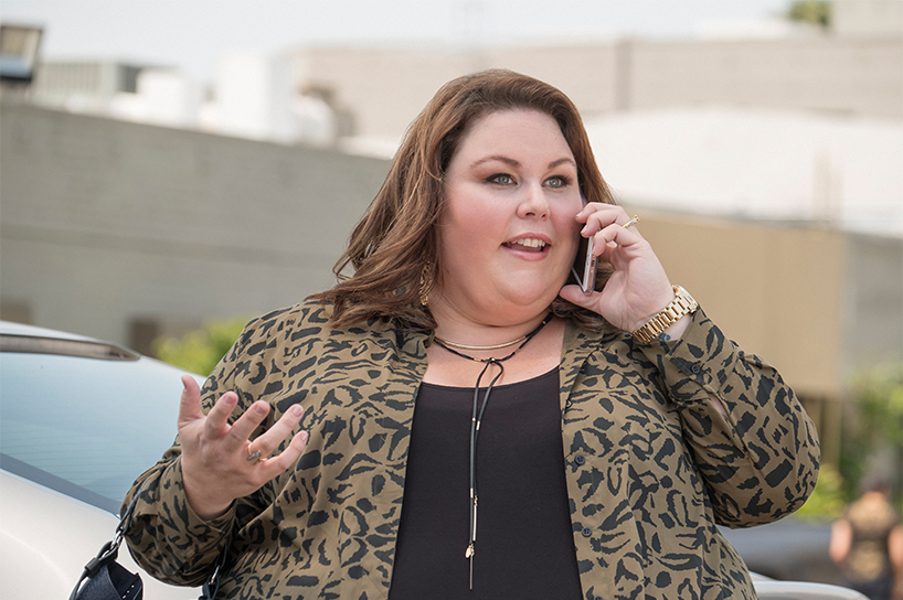 Actress Chrissy Metz talking on the phone in the first episode of This Is Us season 2