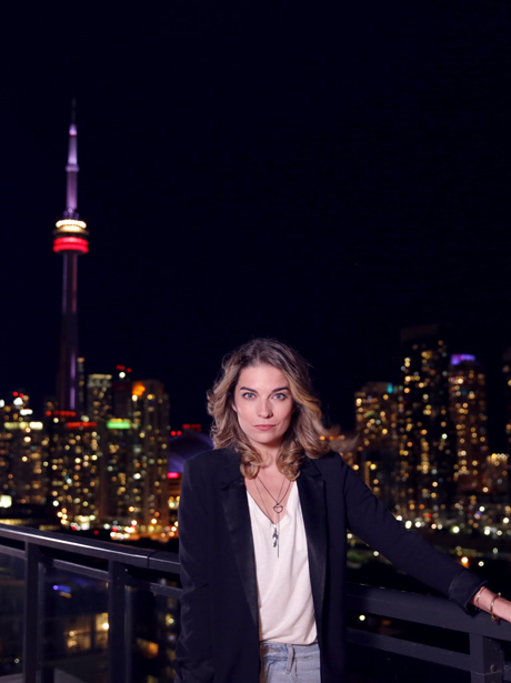 Follow along as Schitt's Creek star Annie Murphy tours her favourite nighttime Toronto hot spots