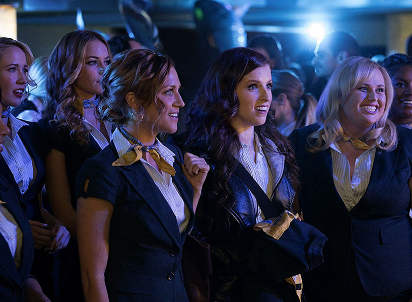 Brittany Snow and Anna Kendrick in a movie still from Pitch Perfect 3