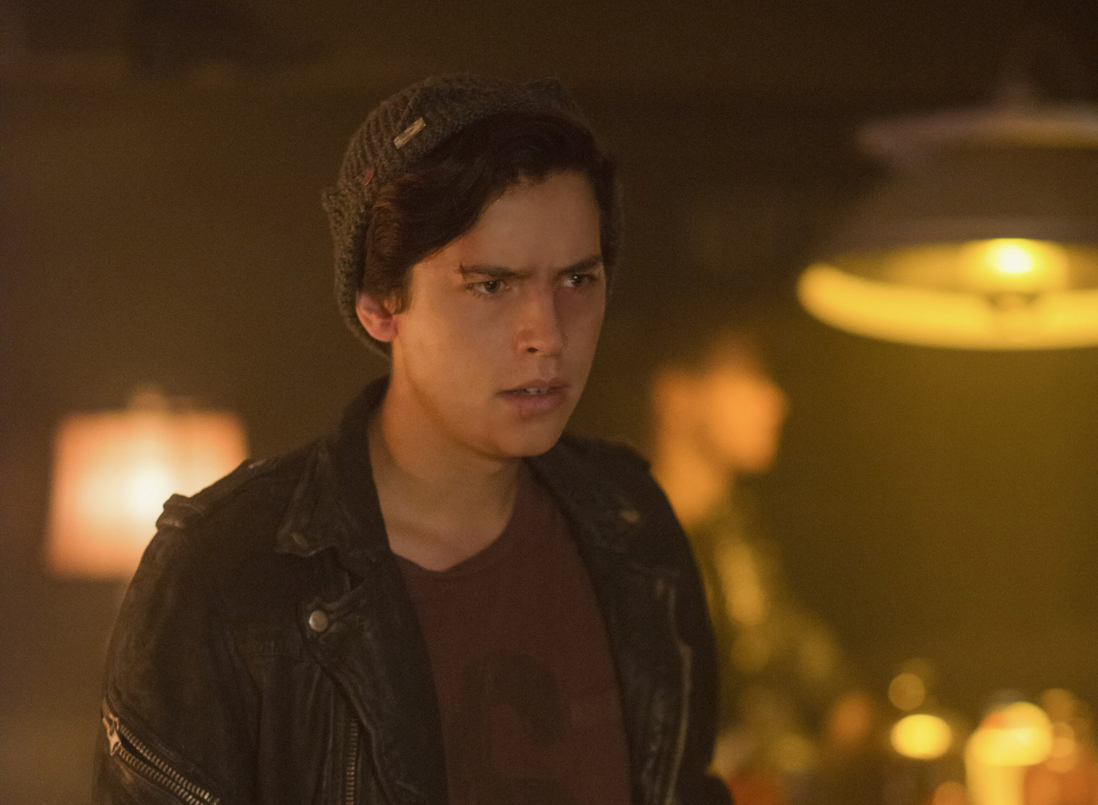 riverdale jughead looking angry with cut on face