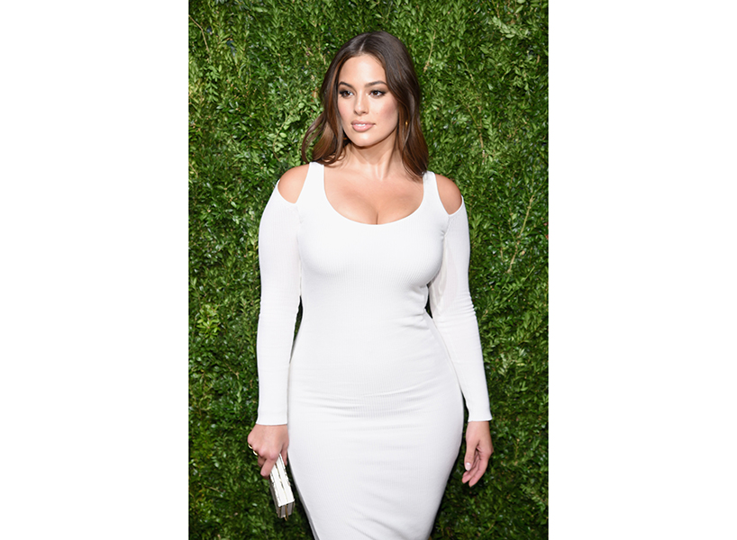 ashley graham revenge body on red carpet in white bodycon dress
