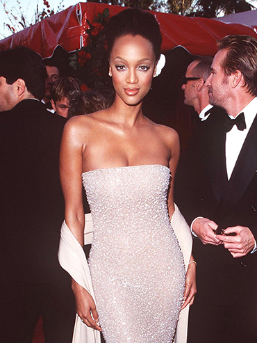 Tyra Banks on the Oscars red carpet 1998