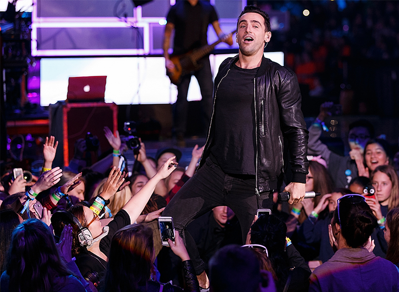 Hedley's Jacob Hoggard performs at a 2017 WE Day concert in Vancouver. Photo, Andrew Chin/Getty Images.