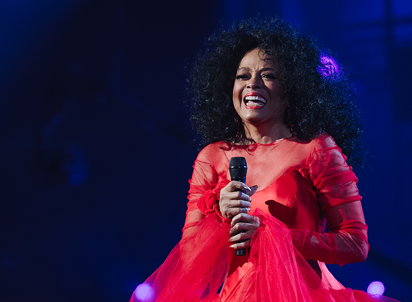 Diana Ross Michael Jackson tweets have the internet upset. Here, an image of the singer in concert