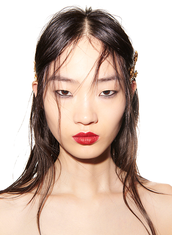 Grunge hairstyle ideas from Versace
