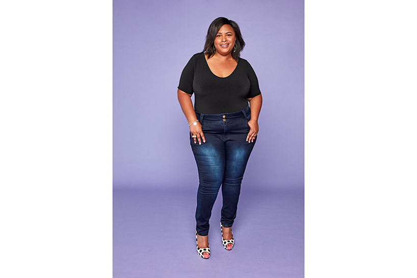 Aisha Fairclough models plus size jeans