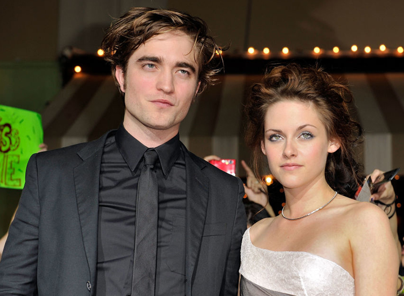 Kristen Stewart and Robert Pattinson pose on the red carpet