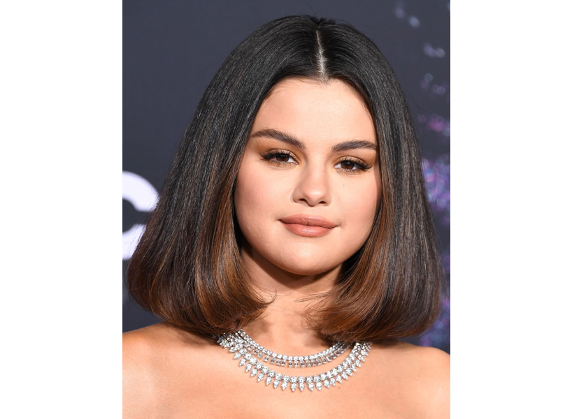 2020 hair trends: Selena Gomez with a sleek lob that has subtle brunette highlights at the bottom.