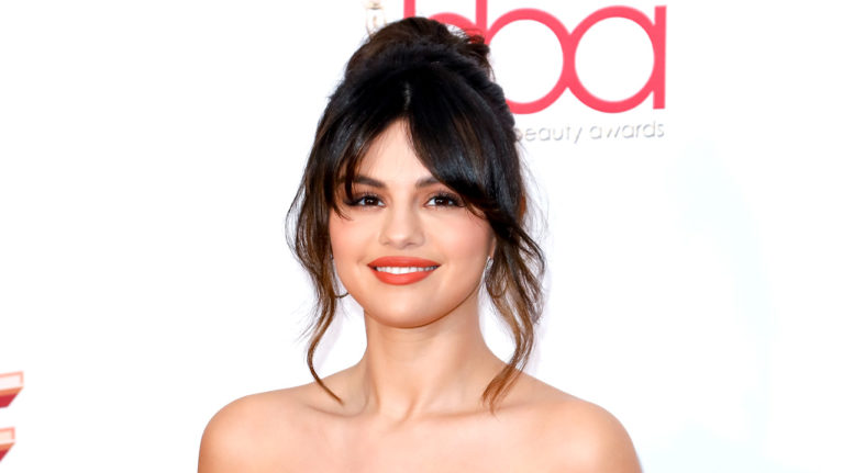 Selena Gomez with long bangs: How to trim your own bangs at home
