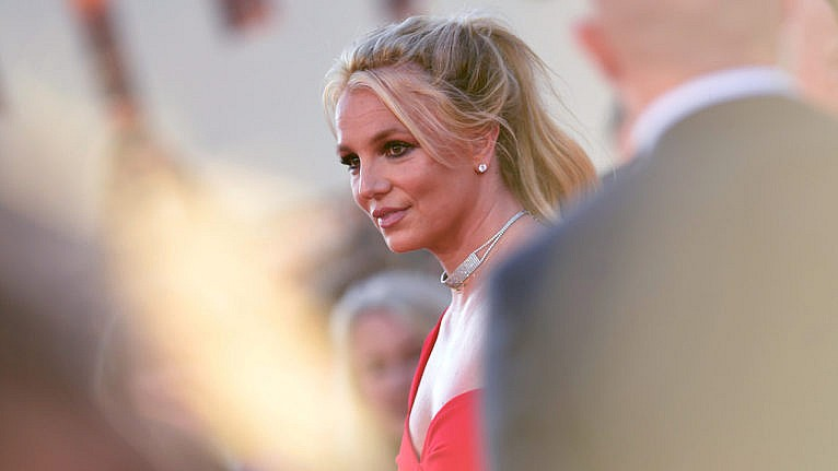 britney spears free britney: Britney Spears poses on the red carpet